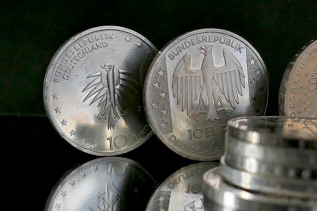 stříbrné mince, eura, orlice